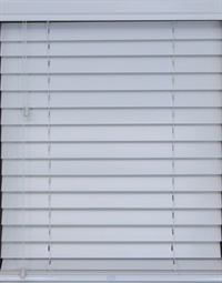2.5 Inch Wood Veneto Blind with Lift & Lock